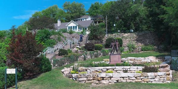 Huck Finn and Tom Sawyer statue