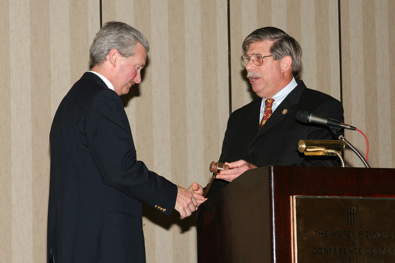 <b>IMG_43400</b><br>Passing of the gavel to the 2006-2007 VACP President, Chief J. Michael Yost, Williamsburg Police Department