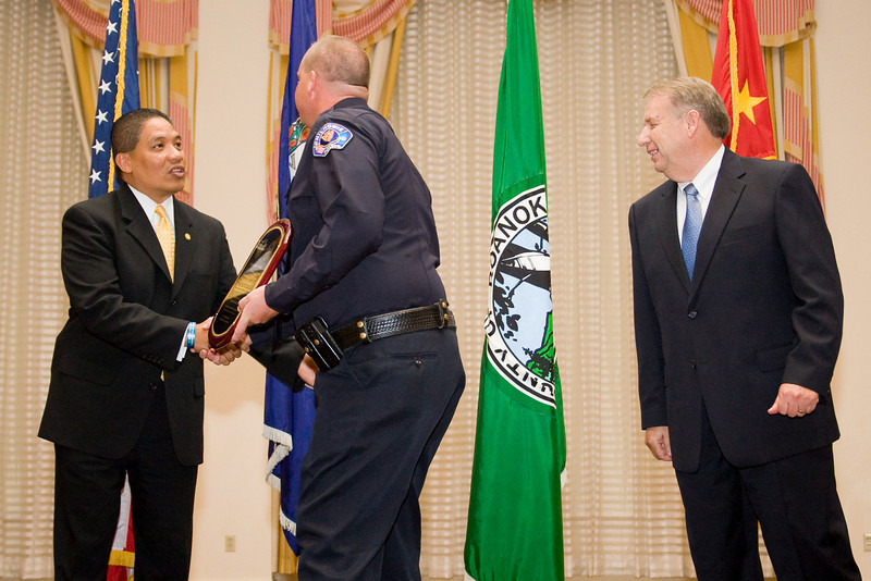 <u>2008 VACP/VPCF Valor Award Recipient:</u> Lieutenant Kevin Testerman, Chilhowie Police Department and The Honorable John Marshall, Secretary of Public Safety (left) and Roanoke Co. Police Chief Ray Lavinder, 2007-2008 VACP President.