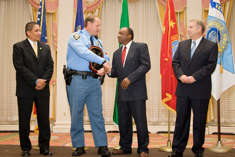 <u>2008 VACP/VPCF Valor Award Recipient:</u> Police Officer Specialist Raymond Kerr, Chesapeake Police Department (others, l. to r.: The Honorable John Marshall, Secretary of Public Safety; Chesapeake Police Chief Kelvin Wright; and Roanoke Co. Police Chief Ray Lavinder, 2007-2008 VACP President.)