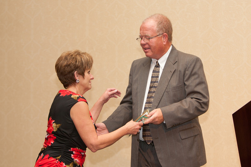 Chief Clark presents wife Susan with the VACP President's Award.