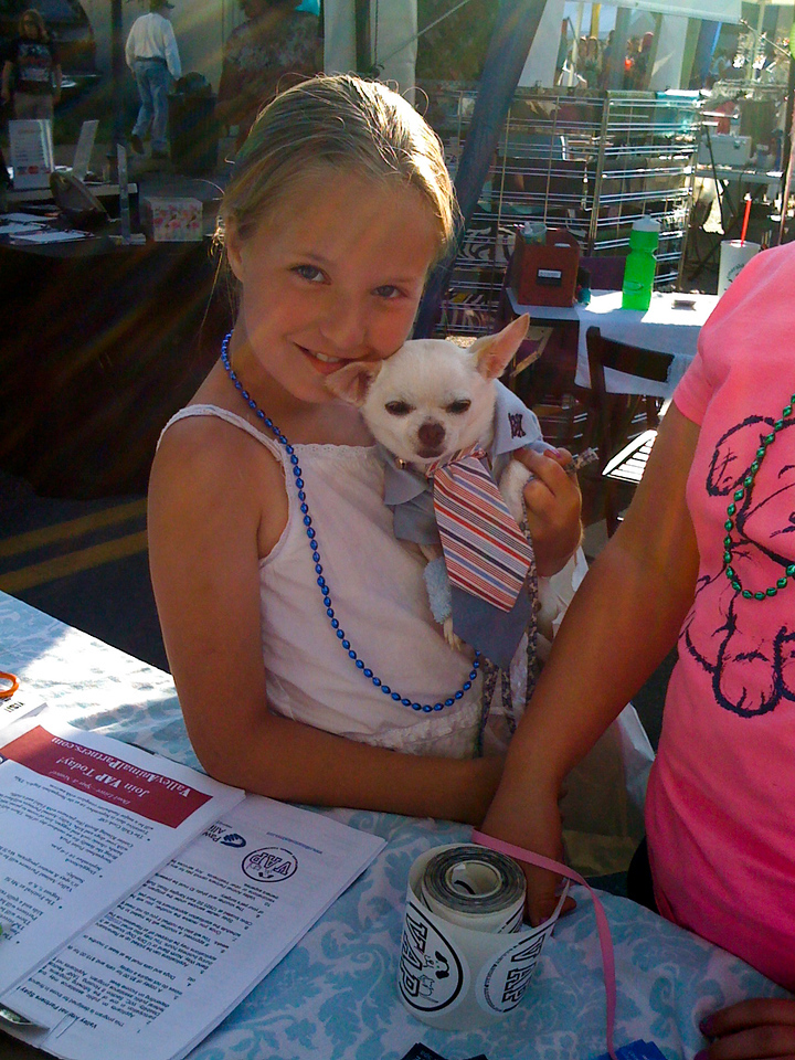 little girl & her HSM Zack chihuahua @ VAP table-NB Block Party, WA 6-2009