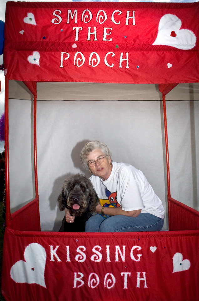 "Smooch the Pooch & raise $$$ for spay/neuter surgeries in the Snoqualmie Valley!<br />  <a href=""http://www.ValleyAnimalPartners.com"">http://www.ValleyAnimalPartners.com</a>"