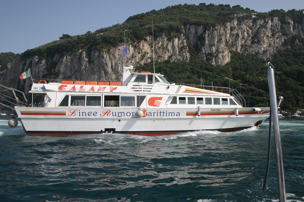 2010 - M/S GALAXY arriving to Capri.