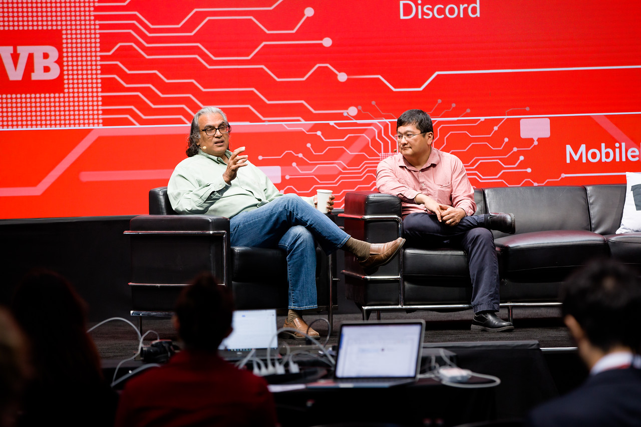 """#MB2017 @VentureBeat @prelan @deantak """"What if Google, Amazon and Facebook had STARTED with AI algos vs adding them now?"""" with Peter Relan, board of directors, Discord and GotIt"""