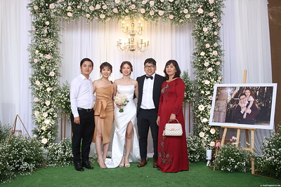 Vy-Cuong-wedding-instant-print-photo-booth-in-Bien-Hoa-Chup-hinh-lay-lien-Tiec-cuoi-tai-Bien-Hoa-WefieBox-Photobooth-Vietnam-141