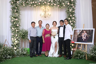 Vy-Cuong-wedding-instant-print-photo-booth-in-Bien-Hoa-Chup-hinh-lay-lien-Tiec-cuoi-tai-Bien-Hoa-WefieBox-Photobooth-Vietnam-140