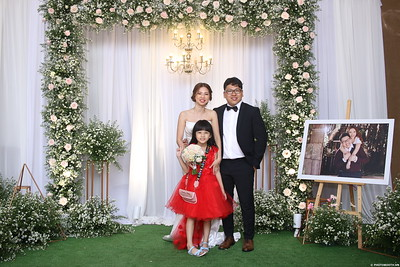 Vy-Cuong-wedding-instant-print-photo-booth-in-Bien-Hoa-Chup-hinh-lay-lien-Tiec-cuoi-tai-Bien-Hoa-WefieBox-Photobooth-Vietnam-133