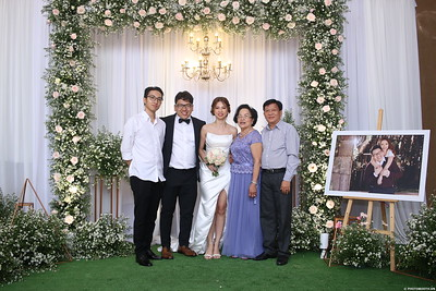 Vy-Cuong-wedding-instant-print-photo-booth-in-Bien-Hoa-Chup-hinh-lay-lien-Tiec-cuoi-tai-Bien-Hoa-WefieBox-Photobooth-Vietnam-123