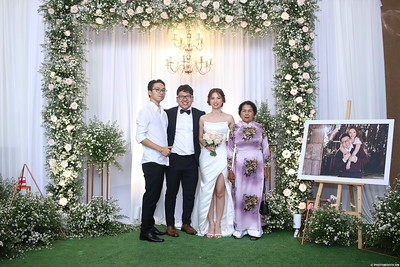 Vy-Cuong-wedding-instant-print-photo-booth-in-Bien-Hoa-Chup-hinh-lay-lien-Tiec-cuoi-tai-Bien-Hoa-WefieBox-Photobooth-Vietnam-113