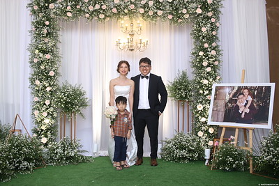 Vy-Cuong-wedding-instant-print-photo-booth-in-Bien-Hoa-Chup-hinh-lay-lien-Tiec-cuoi-tai-Bien-Hoa-WefieBox-Photobooth-Vietnam-138