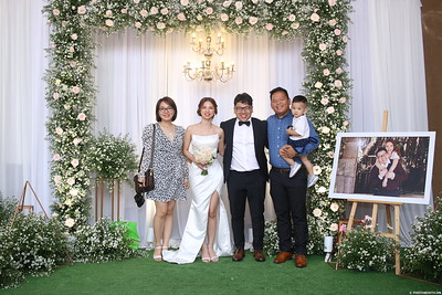 Vy-Cuong-wedding-instant-print-photo-booth-in-Bien-Hoa-Chup-hinh-lay-lien-Tiec-cuoi-tai-Bien-Hoa-WefieBox-Photobooth-Vietnam-143