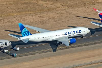 United Airlines Boeing 777-222 N213UA 8-13-21