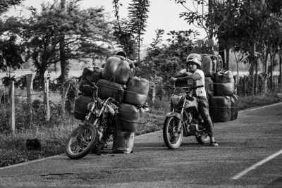 Motorcyclists transport Venezuelan gasoline that smuggles into Colombia. Norte Santander, Colombia. Photo: Dany Krom.