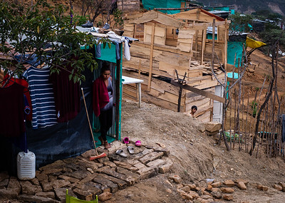 "In the invasions ""Brisas de Paz y Futuro"" and ""Alfonso Gómez"" live around 300 Venezuelan families who occupy these lands illegally where they build their houses of materials that they get at very low cost."