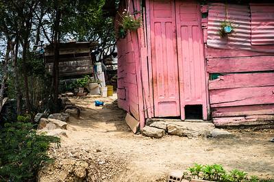 Invasión Brisas de Paz y Futuro. Las Invasiones son asentamientos de grupos de personas que escaparon de la crisis venezolana y también desplazados de la violencia que ocupan terrenos de manera ilegal, donde construyen sus casas en condiciones muy precarias.