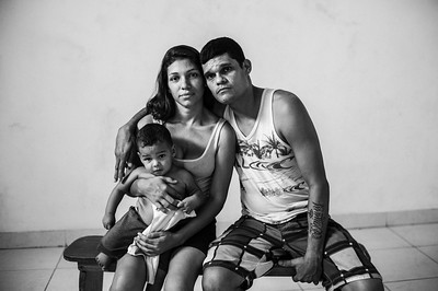 Young family of Venezuelan refugees in the Migration facilities in Cúcuta, Colombia. Photo: Dany Krom Joven familia de refugiados venezolanos en las instalaciones de Migración en Cúcuta, Colombia. Foto: Dany Krom