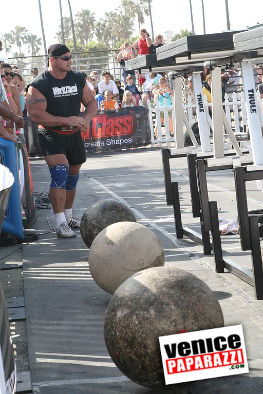 Strong Man Competion in Venice     (195)