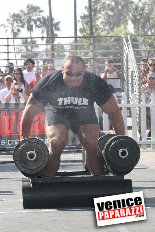 Strong Man Competion in Venice     (142)
