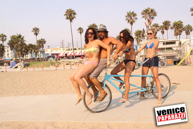 09 01 09  Venice Public Art Walls, Tonan, Venice Skatepark, bike path and beautiful Toronto Women  (31)