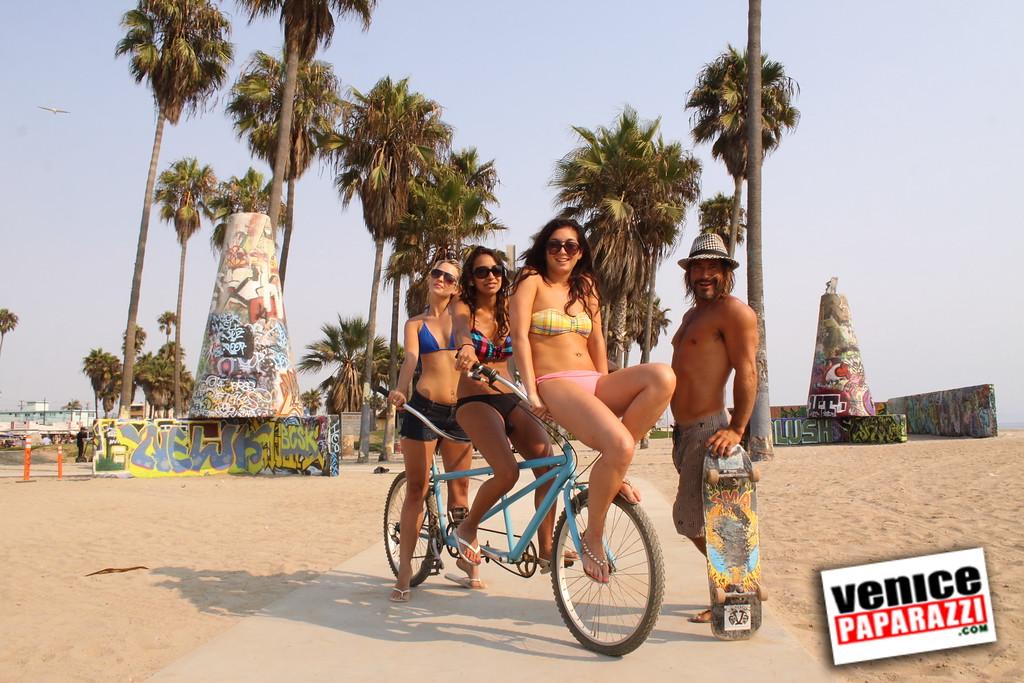09 01 09  Venice Public Art Walls, Tonan, Venice Skatepark, bike path and beautiful Toronto Women  (37)