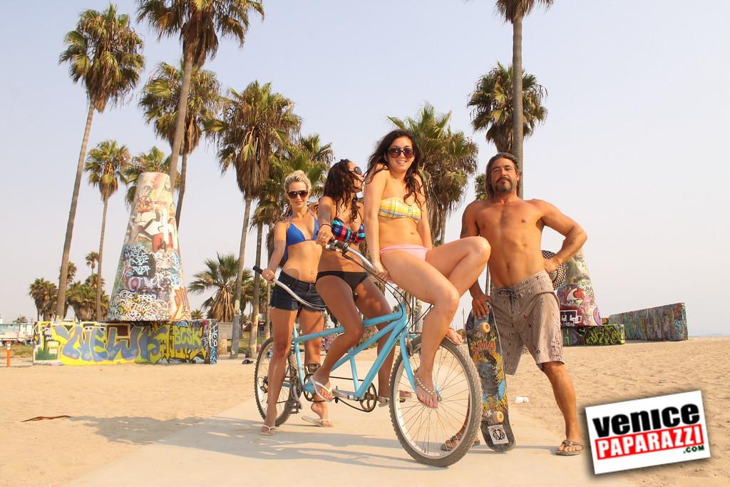 09 01 09  Venice Public Art Walls, Tonan, Venice Skatepark, bike path and beautiful Toronto Women  (40)
