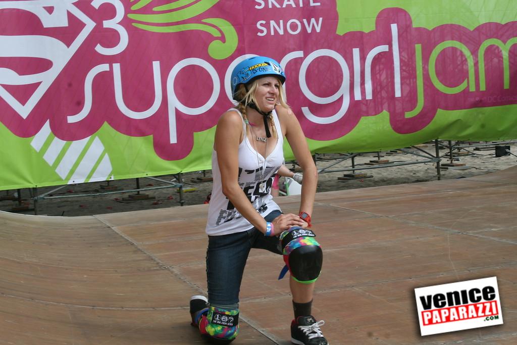 1  Supergirl Skaters (15)