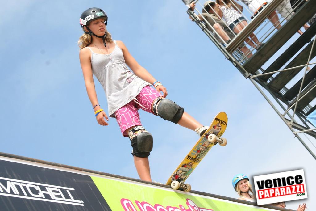 1  Supergirl Skaters (6)