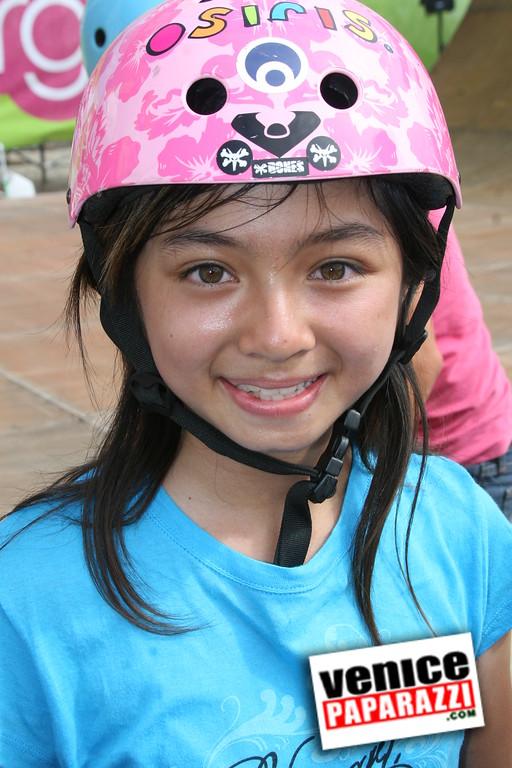 1  Supergirl Skaters (19)