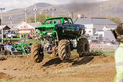 Vermonster-4x4_Spring-Mud-Fling__20170506_6991.CR2 Photo by Brie Morrissey ©Rapid Velocity Photo & BLM Photography   Support your photographers and purchase a photo!! Starting at only $5!   More photos & custom merchandise are available for purchase without watermark or view more photos from this event at www.blmphoto.com or contact info@blmphoto.com.  Do Not Download or reproduce photos without written permission.