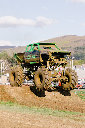 Vermonster-4x4_Spring-Mud-Fling__20170506_7006.CR2 Photo by Brie Morrissey ©Rapid Velocity Photo & BLM Photography   Support your photographers and purchase a photo!! Starting at only $5!   More photos & custom merchandise are available for purchase without watermark or view more photos from this event at www.blmphoto.com or contact info@blmphoto.com.  Do Not Download or reproduce photos without written permission.