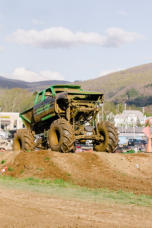Vermonster-4x4_Spring-Mud-Fling__20170506_7004.CR2 Photo by Brie Morrissey ©Rapid Velocity Photo & BLM Photography   Support your photographers and purchase a photo!! Starting at only $5!   More photos & custom merchandise are available for purchase without watermark or view more photos from this event at www.blmphoto.com or contact info@blmphoto.com.  Do Not Download or reproduce photos without written permission.