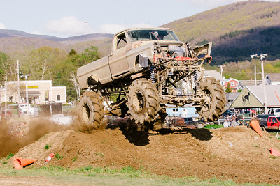 Vermonster-4x4_Spring-Mud-Fling__20170506_7011.CR2 Photo by Brie Morrissey ©Rapid Velocity Photo & BLM Photography   Support your photographers and purchase a photo!! Starting at only $5!   More photos & custom merchandise are available for purchase without watermark or view more photos from this event at www.blmphoto.com or contact info@blmphoto.com.  Do Not Download or reproduce photos without written permission.