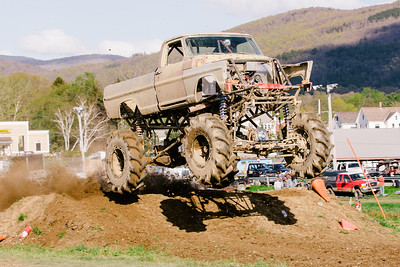 Vermonster-4x4_Spring-Mud-Fling__20170506_7012.CR2 Photo by Brie Morrissey ©Rapid Velocity Photo & BLM Photography   Support your photographers and purchase a photo!! Starting at only $5!   More photos & custom merchandise are available for purchase without watermark or view more photos from this event at www.blmphoto.com or contact info@blmphoto.com.  Do Not Download or reproduce photos without written permission.