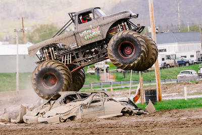 Vermonster-4x4_Spring-Mud-Fling__20170506_6803.CR2 Photo by Brie Morrissey ©Rapid Velocity Photo & BLM Photography   Support your photographers and purchase a photo!! Starting at only $5!   More photos & custom merchandise are available for purchase without watermark or view more photos from this event at www.blmphoto.com or contact info@blmphoto.com.  Do Not Download or reproduce photos without written permission.