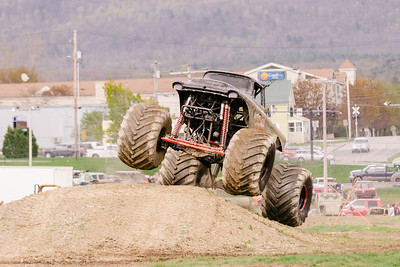 Vermonster-4x4_Spring-Mud-Fling__20170506_6787.CR2 Photo by Brie Morrissey ©Rapid Velocity Photo & BLM Photography   Support your photographers and purchase a photo!! Starting at only $5!   More photos & custom merchandise are available for purchase without watermark or view more photos from this event at www.blmphoto.com or contact info@blmphoto.com.  Do Not Download or reproduce photos without written permission.