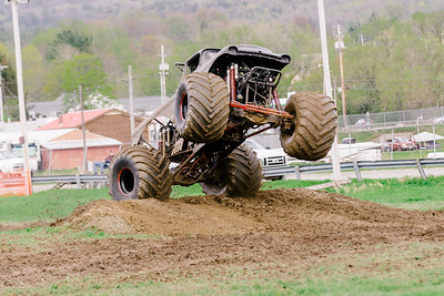 Vermonster-4x4_Spring-Mud-Fling__20170506_6828.CR2 Photo by Brie Morrissey ©Rapid Velocity Photo & BLM Photography   Support your photographers and purchase a photo!! Starting at only $5!   More photos & custom merchandise are available for purchase without watermark or view more photos from this event at www.blmphoto.com or contact info@blmphoto.com.  Do Not Download or reproduce photos without written permission.