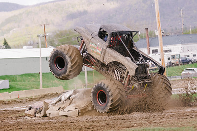 Vermonster-4x4_Spring-Mud-Fling__20170506_6816.CR2 Photo by Brie Morrissey ©Rapid Velocity Photo & BLM Photography   Support your photographers and purchase a photo!! Starting at only $5!   More photos & custom merchandise are available for purchase without watermark or view more photos from this event at www.blmphoto.com or contact info@blmphoto.com.  Do Not Download or reproduce photos without written permission.