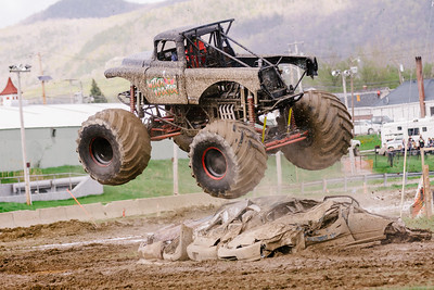 Vermonster-4x4_Spring-Mud-Fling__20170506_6821.CR2 Photo by Brie Morrissey ©Rapid Velocity Photo & BLM Photography   Support your photographers and purchase a photo!! Starting at only $5!   More photos & custom merchandise are available for purchase without watermark or view more photos from this event at www.blmphoto.com or contact info@blmphoto.com.  Do Not Download or reproduce photos without written permission.