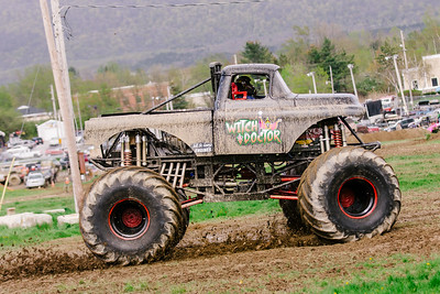 Vermonster-4x4_Spring-Mud-Fling__20170506_6794.CR2 Photo by Brie Morrissey ©Rapid Velocity Photo & BLM Photography   Support your photographers and purchase a photo!! Starting at only $5!   More photos & custom merchandise are available for purchase without watermark or view more photos from this event at www.blmphoto.com or contact info@blmphoto.com.  Do Not Download or reproduce photos without written permission.