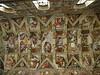 """Capilla Sixtina.<br /> <br /> Bóveda<br /> El 8 de mayo de 1508 el artista firmó el contrato que incluía la realización de doce apóstoles en las pechinas y en la parte restante, motivos ornamentales. Más tarde, bajo petición de Buonarroti en persona, quien consideraba el proyecto """"cosa pobre"""", el papa le dio un nuevo encargo, con el cual se dada la ideación plena del programa al artista. Sin embargo, es probable que el pintor haya recurrido a la colaboración de teólogos de la corte papal para realizarlo. Al interior de una potente arquitectura pintada, Miguel Ángel puso nueve Historias centrales, que describen episodios del Génesis, con figuras de Desnudos a los lados, que sostienen medallones con escenas del Libro de los Reyes. En la base de la estructura arquitectónica, doce Videntes, es decir, Profetas y Sibilas, se hallan sentados en tronos monumentales a los que se contraponen más abajo los Antepasados de Cristo, representados en las Enjutas y Lunetos (pared norte, pared sur, pared de entrada). Por último, en las cuatro Pechinas angulares, el artista representó algunos episodios de la milagrosa salvación del pueblo de Israel."""