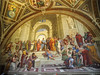Escuela de Atenas, de Rafael. Está situada en la Estancia del Sello (1508-1511)<br /> Dentro de una grandiosa arquitectura renacentista, inspirada en el proyecto de Bramante de renovación de la basílica paleocristiana de San Pedro, se mueven los filósofos más célebres de la antigüedad, algunos de los cuales se pueden reconocer fácilmente: en el centro Platón, que indica con un dedo hacia arriba, mientras sujeta en la mano su libro Timeo; a su lado, se encuentra Aristóteles con la Ética; Pitágoras, en cambio, está representado en primer plano concentrado en explicar el diatesseron en el libro; recostado en los peldaños con la escudilla es Diógenes, mientras que apoyado en un bloque de mármol, ensimismado en escribir en una hoja, se halla el filósofo pesimista Heráclito, que se parece a Miguel Ángel, quien estaba pintando por aquellos años la contigua Capilla Sixtina. A la derecha, se pueden ver Euclides, que enseña geometría a sus alumnos, Zoroastro con el globo celeste, Tolomeo con el terráqueo, y por último, en el extremo derecho, el personaje con la gorra es el autorretrato de Rafael.