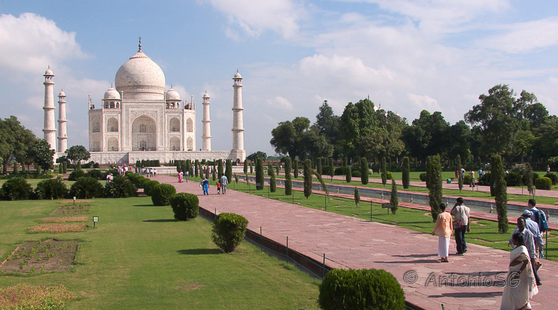 El Taj Mahal (hindi : ताज महल, urdu : تاج محل)