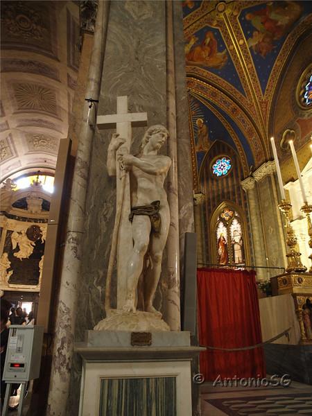 Iglesia de Santa María Sopra Minerva. Cristo el Redentor, obra de Miguel Ángel
