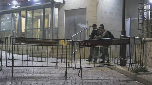 Palestinians cross Israeli checkpoints to perform dawn prayers at the Ibrahimi Mosque