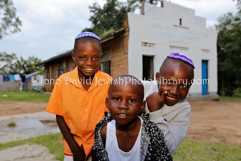 UG 216  Abayudaya Jews  Kabbalat Shabbat, Moses Synagogue  Nabugoye Village, Mbale, Uganda