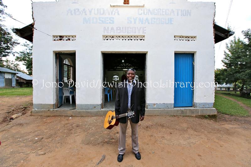 UG 209  Abayudaya Jews  Seth Yonadav, Kabbalat Shabbat, Moses Synagogue  Nabugoye Village, Mbale, Uganda