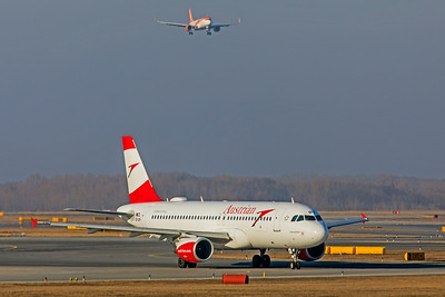 Austrian Airlines Airbus A320-214 OE-LBY 2-17-19
