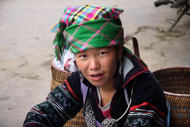 SAPA -  Ta Van Village - Black H'mong woman