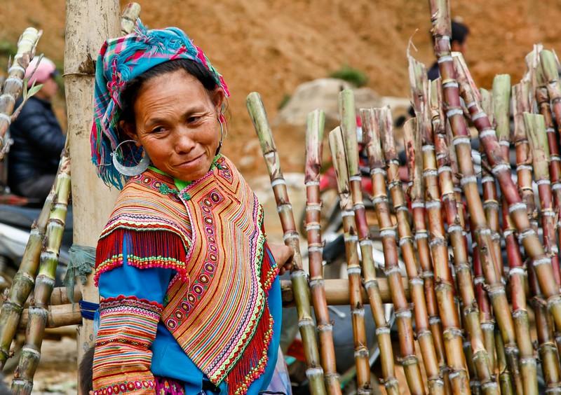 SAPA - Can Cau Saturday market - Flower H'mong tribe